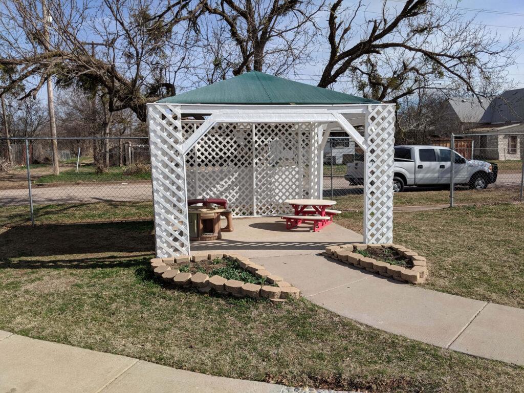 Outdoor shade house
